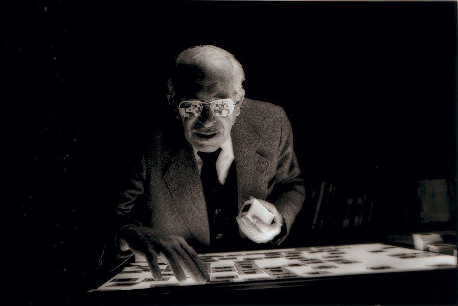 Photo d'Agustí Centelles dans son studio de la Diagonal