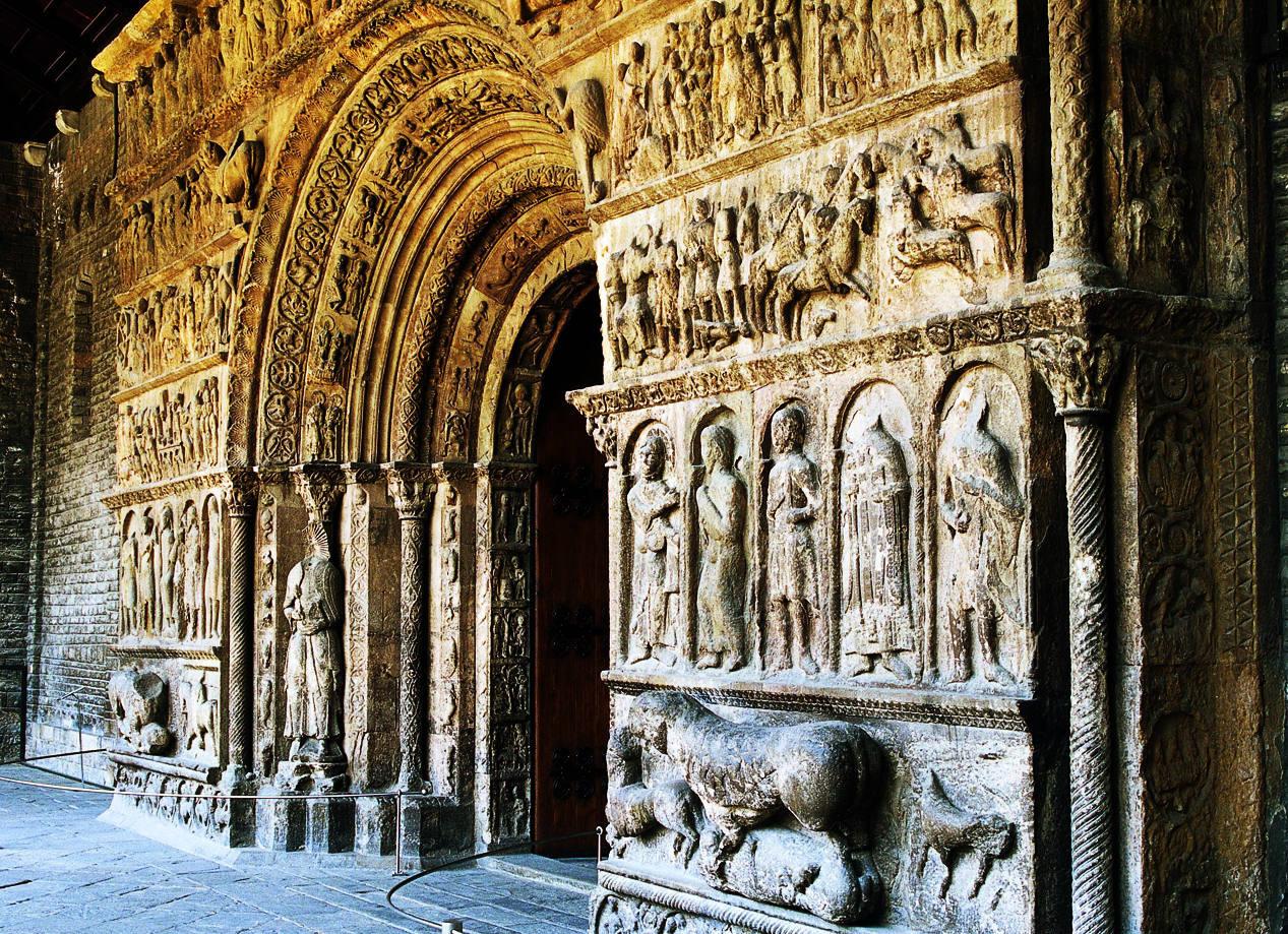 Portail roman de l'église du Monastère de Santa Maria de Ripoll. Copyright Imagen M.A.S.
