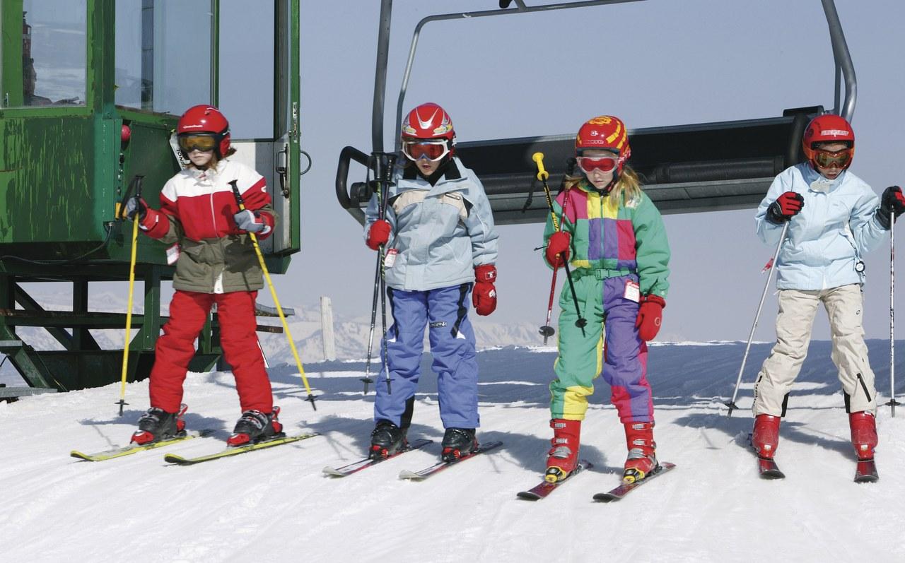 Skier en famille en Catalogue, ou lorsque les enfants skient seuls. Photo Nano Cañas