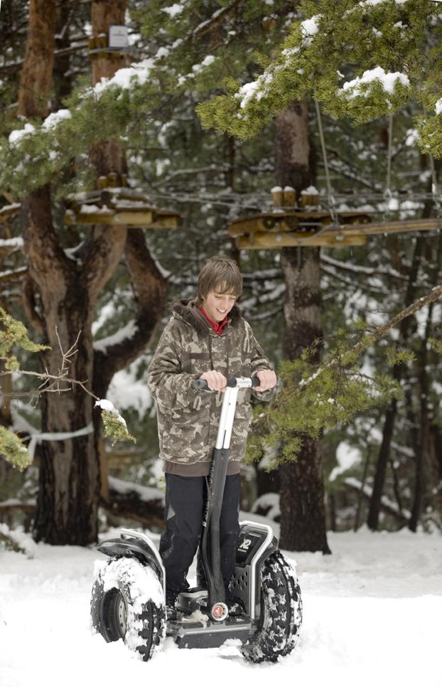 Voilà à quoi ressemble un Segway et comment il peut-être utilisé sur la neige