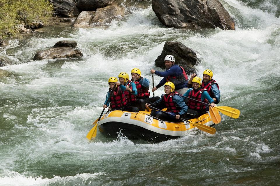 Descente en Rafting sur la Noguera Pallaresa, spot majeur pour cette activité dans les Pyrénées.
