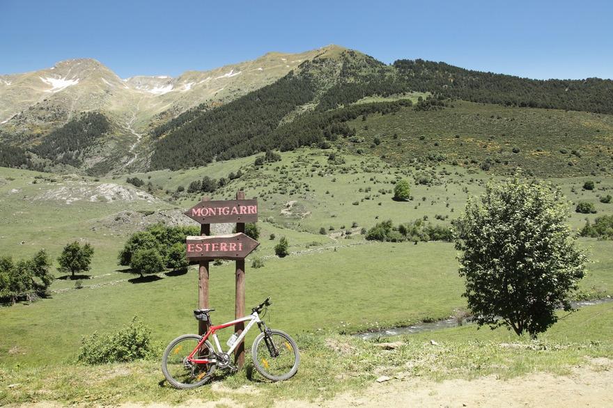 Faire du VTT dans le Val d'Aran en été au pied de la célèbre station de ski de Baqueira Beret. photo Vincent Gaudin