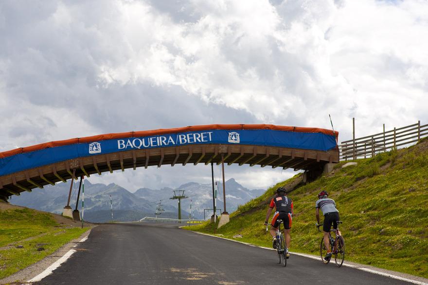 Cyclistes au Pla de Beret dans le Val d'Aran