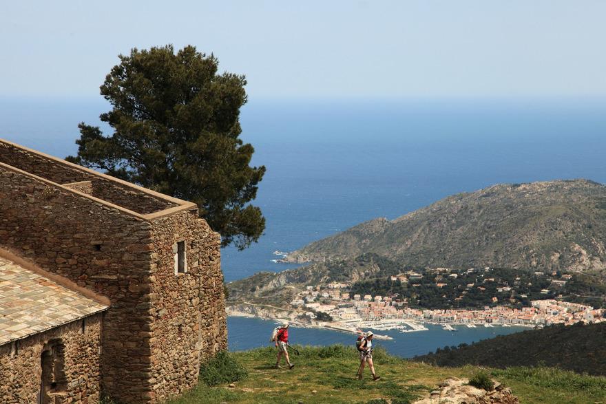 Vue sur Port de la Selva depuis les hauteurs du Monastère de Sant Pere de Rodes. Photo Vincent Gaudin