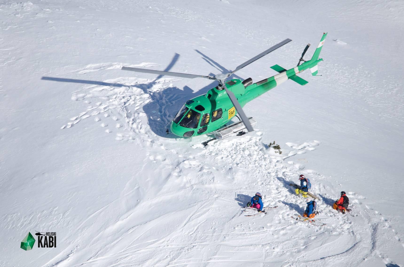 Dépose en hélicoptère au Val d'Aran. © Kabi by Edurne Pasaban
