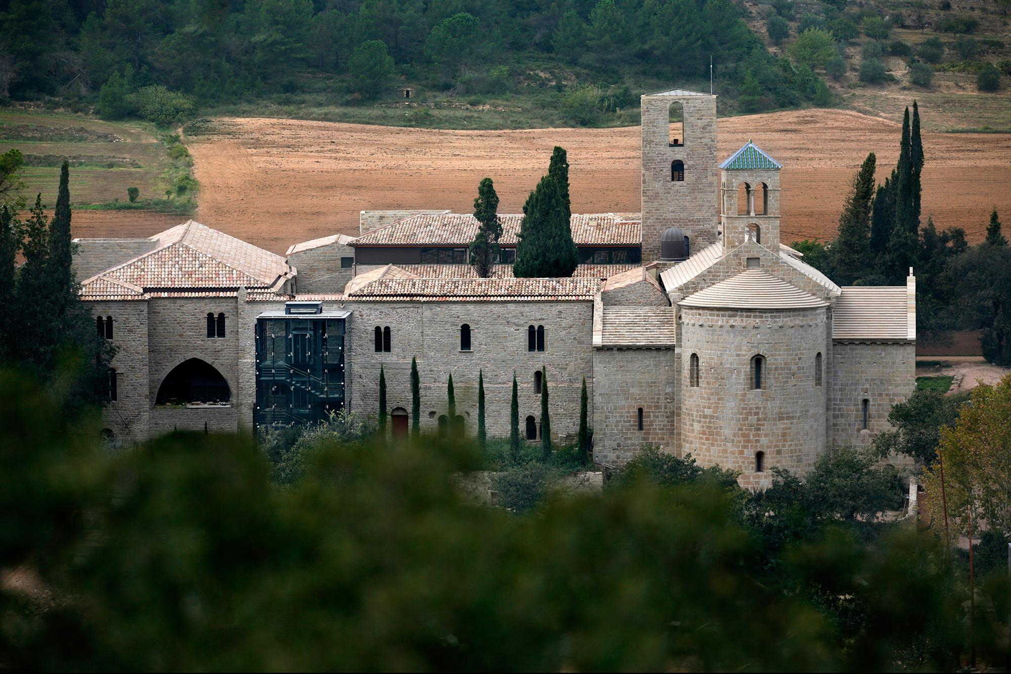 Le monastère Món Sant Benet - © PAU FABREGAT