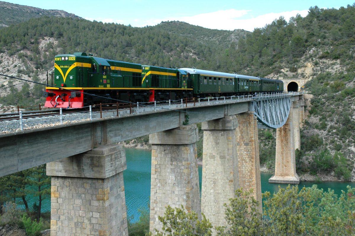Découvrir les Terres de Lleida à bord du Train des Lacs
