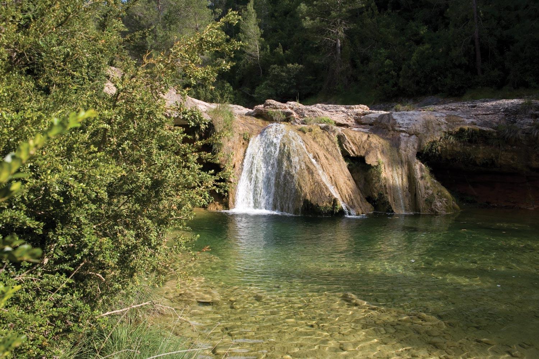 Se rafra chir en plongeant dans les piscines naturelles de for Piscines naturals catalunya