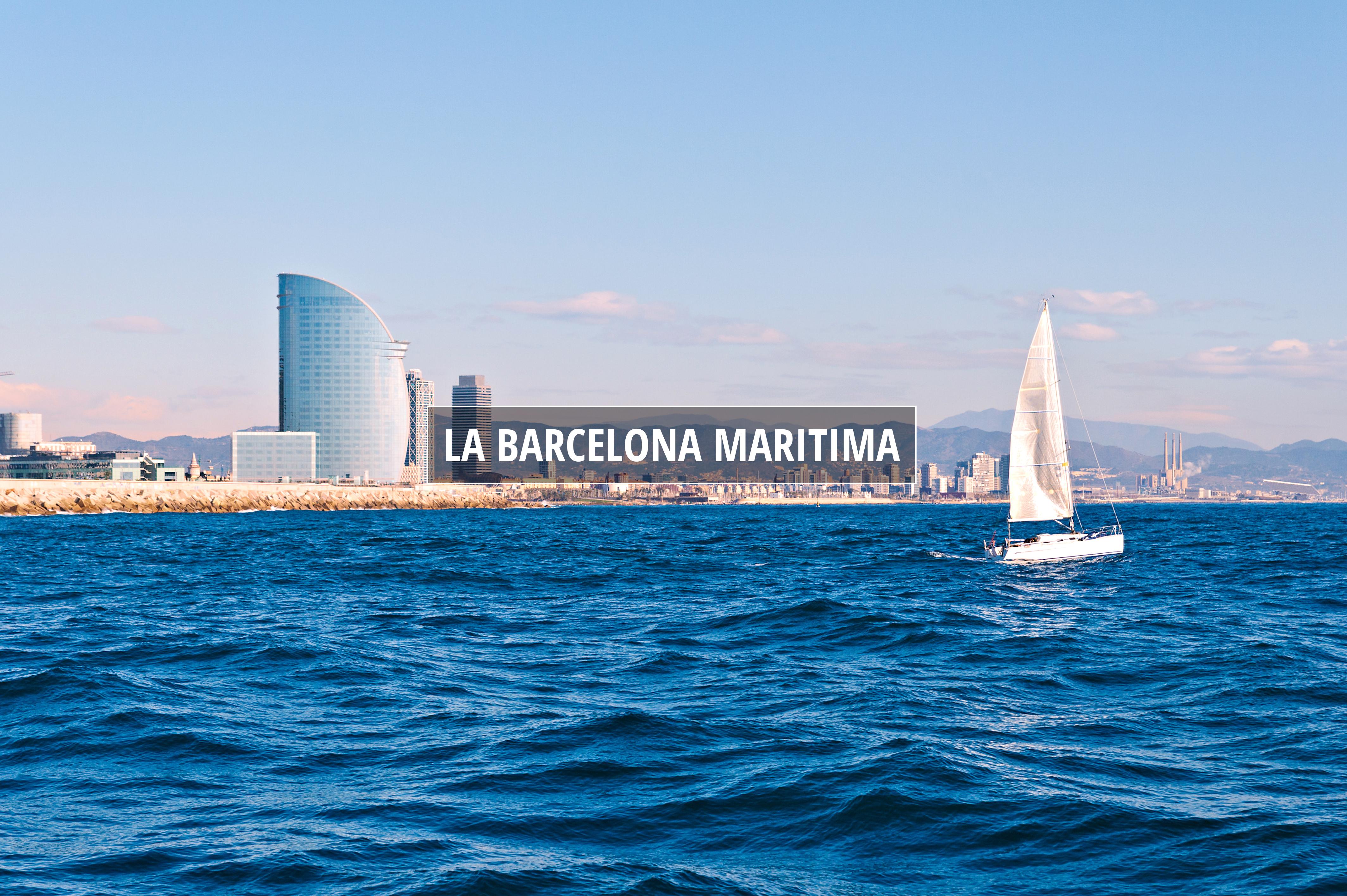 Navigant à Barcelone avec la ville au fond © Pere Sanz