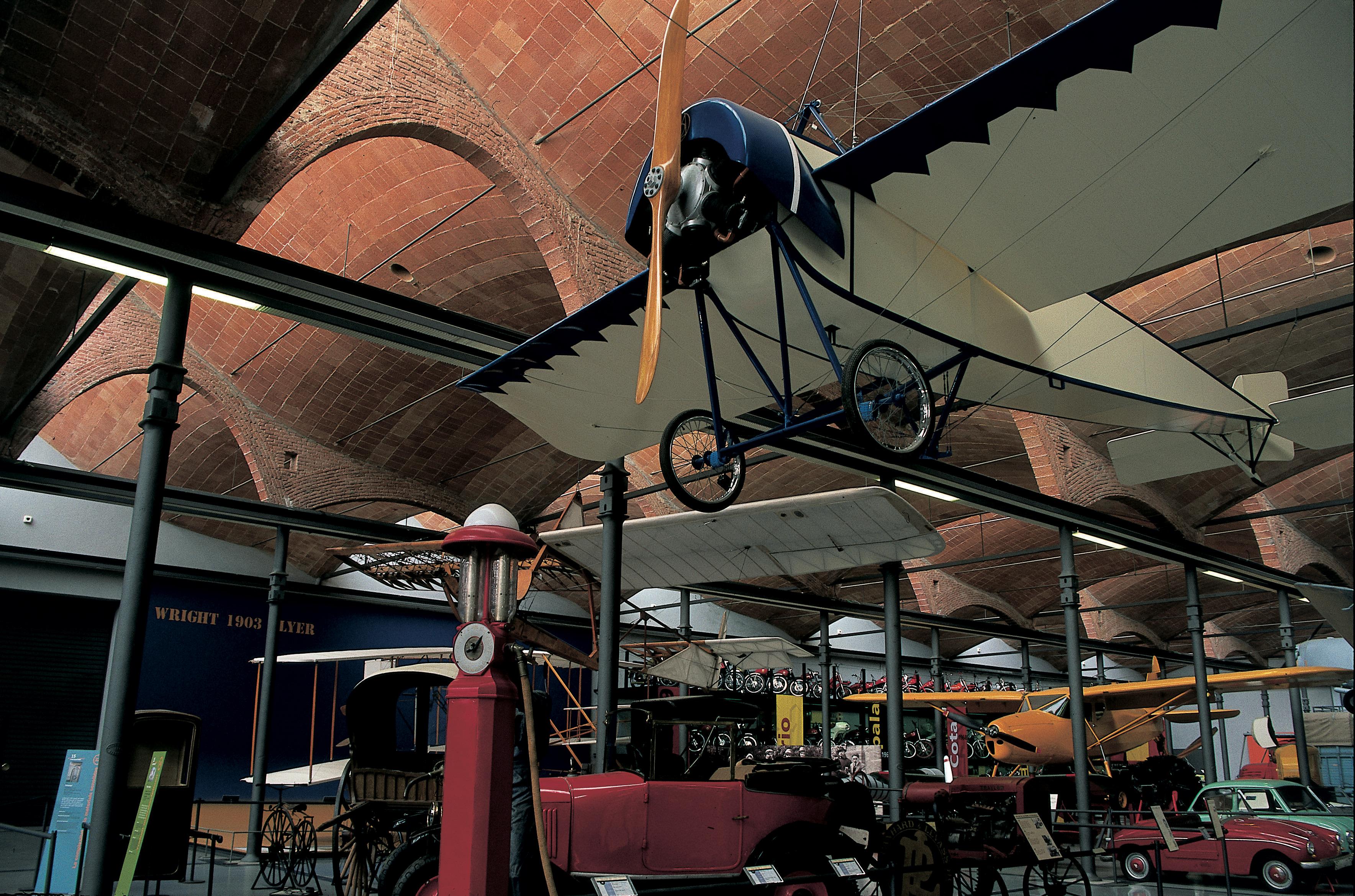Aéroplane et moyens de transport au Musée de la science et de la technique de Catalogne © Turismo Verde S.L.