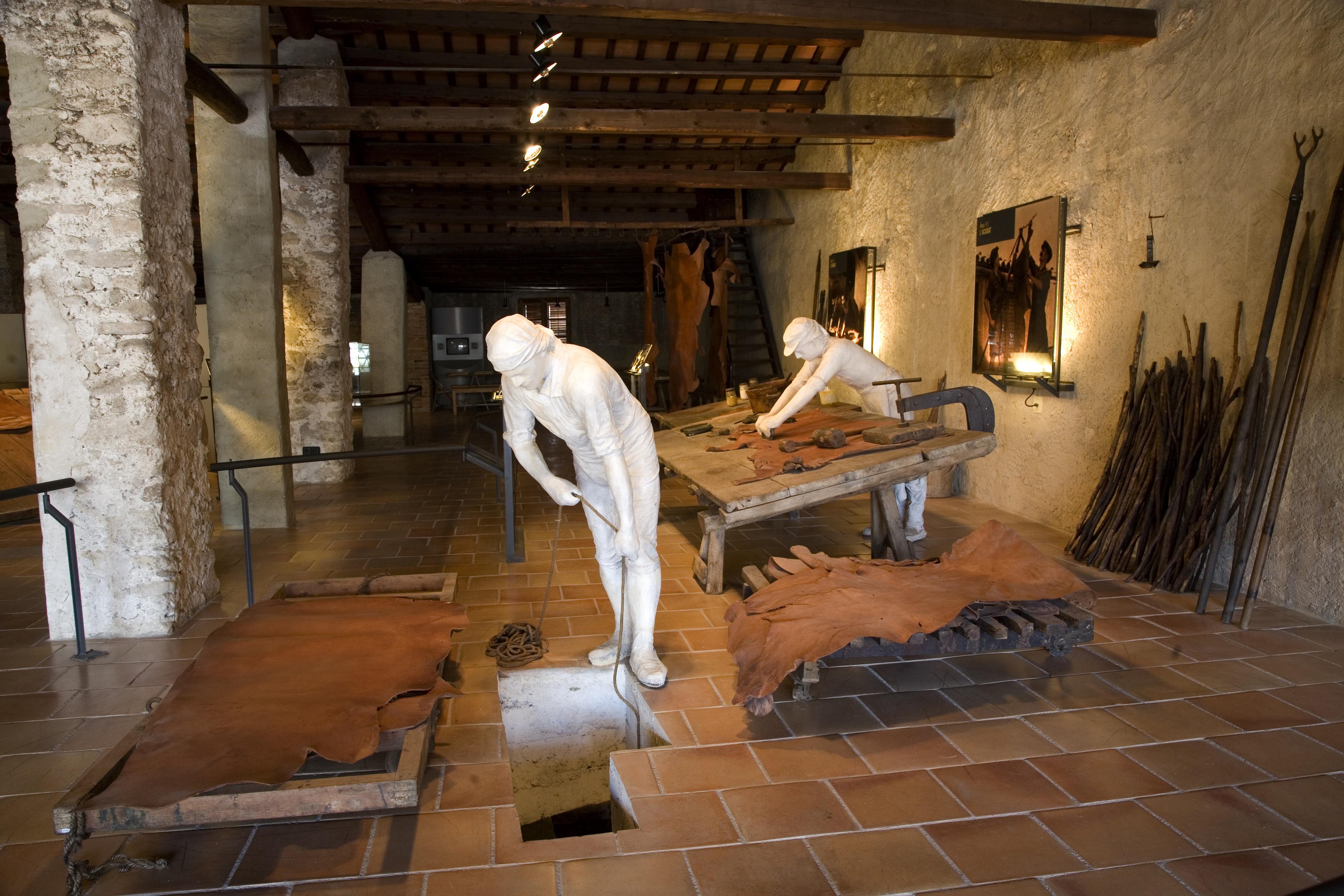 Corroyage du cuir au Musée du Cuir d'Igualada © Imagen M.A.S.