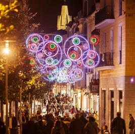 15 desembre 2012- Ajuntament de Girona. Ambient de ciutat, llumns de nadal i arbre de nadal.. Fotografies de Toni Vilches.