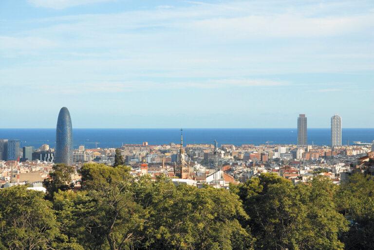 Vue de Barcelone avec la mer dans le fond © Turisme De Barcelona