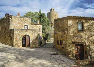À travers les villages médiévaux de Catalogne, entre la Costa Brava et les Pyrénées de Gérone