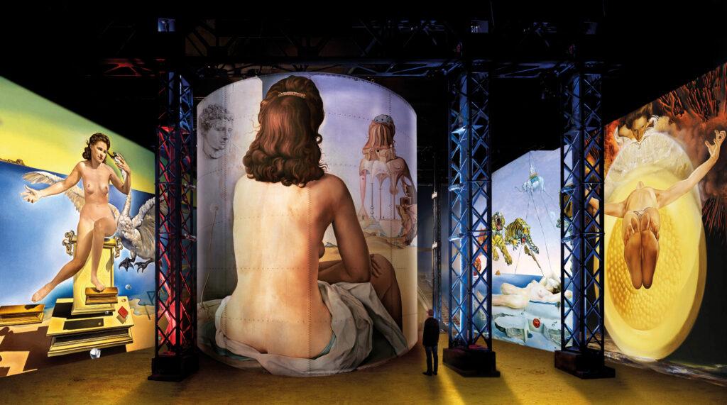Salvador Dalí : Léda Atomique (détail), 1947-1949, huile sur toile, 61 x 46 cm, Fundació Gala-Salvador Dalí; Ma femme, nue, regardant son propre corps devenir escalier, trois vertèbres d'une colonne, ciel et architecture (détail), 1945, huile sur bois, 61 x 52 cm, collection privée © Bridgeman Images; Rêve causé par le vol d'une abeille autour d'une pomme-grenade, une seconde avant l'éveil (détail), vers 1944, huile sur bois, 51 x 41 cm, Museo Nacional Thyssen-Bornemisza, Madrid © 2020. Museo Nacional Thyssen-Bornemisza/Scala, Florence; Piéta, Ascension (détail), 1958, huile sur toile, 115 x 123 cm, Collection Privée, Photo © Christie's Images / Bridgeman Images – Pour toutes les œuvres de SalvadorDalí : © Salvador Dalí, Fundació Gala-Salvador Dalí, ADAGP 2020 © Culturespaces / Nuit de Chine